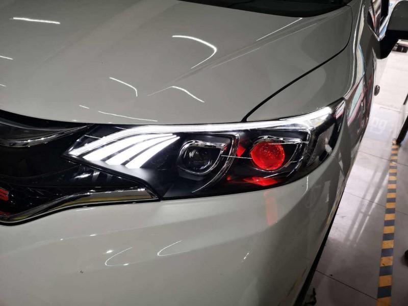 张家界汽车私装氙气灯 不仅光污染大还有安全隐患