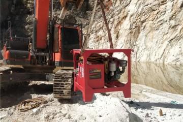 重庆有什么机械能开采石头之分裂机注入液压油