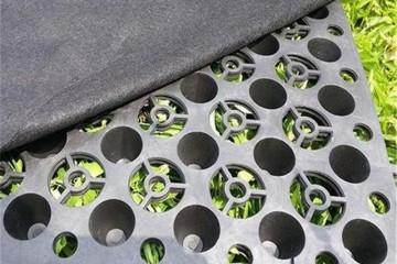 块状排水板组成作用 用于工程领域铺设方式方法