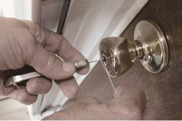 南昌经济开发区上门开锁介绍家庭防盗门使用指纹锁好处