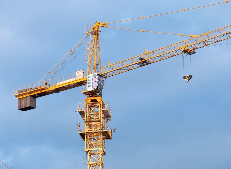 云浮6513塔吊之塔吊租赁设备是怎样上升的呢